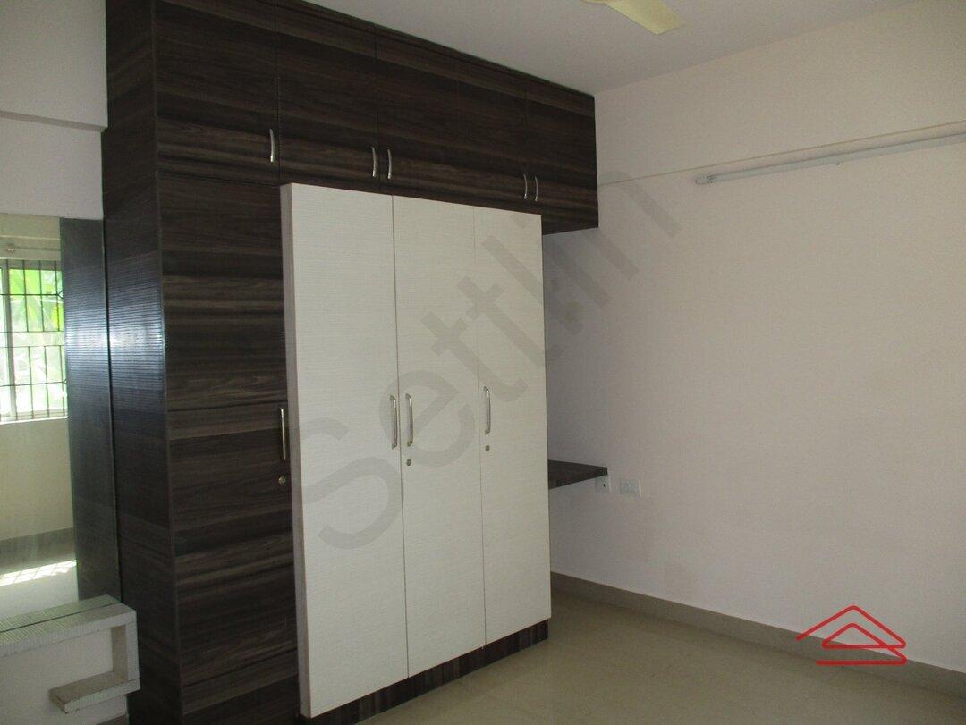 12J6U00541: Bedroom 1