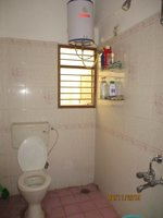 13DCU00522: Bathroom 1