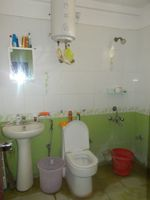 13M5U00590: Bathroom 1