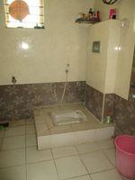 13M5U00098: Bathroom 2