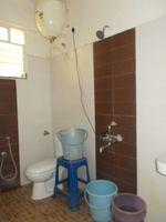 13J7U00142: Bathroom 1