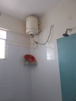 13J7U00142: Bathroom 2