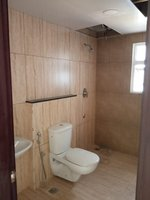 14J1U00414: Bathroom 1