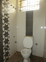 13OAU00282: Bathroom 2