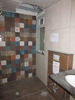 13J6U00546: Bathroom 2