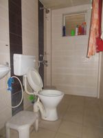 12DCU00275: Bathroom 2