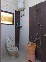 13M3U00319: Bathroom 1