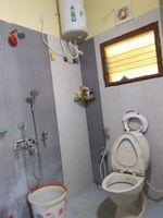 13M3U00319: Bathroom 2