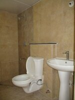 15J7U00472: Bathroom 2