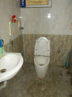 13J6U00018: Bathroom 1