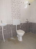 13M5U00410: Bathroom 1