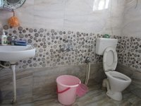 13OAU00360: Bathroom 2
