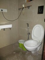 15F2U00242: Bathroom 1