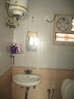 15J1U00394: Bathroom 1