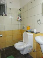 13J7U00081: Bathroom 2