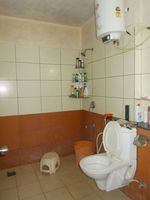 13J7U00081: Bathroom 1