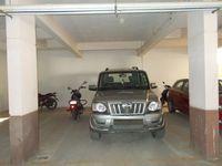 13J7U00081: parking 1