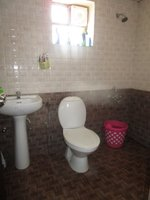 13J6U00572: Bathroom 2