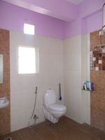 13J1U00149: Bathroom 2