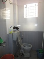 13S9U00371: Bathroom 2