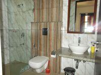 13M3U00139: Bathroom 3