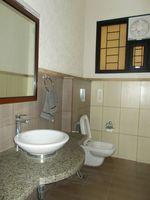 13M3U00139: Bathroom 6