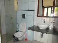 13M3U00139: Bathroom 4