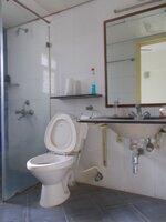 15M3U00166: Bathroom 2
