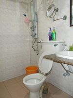 13J1U00278: Bathroom 2