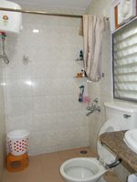13J1U00278: Bathroom 1