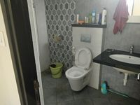 13J7U00012: Bathroom 1