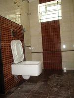 10A8U00221: Bathroom 2