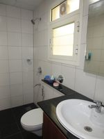 10NBU00090: Bathroom 2