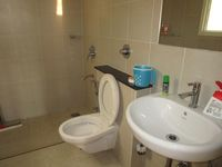 10NBU00090: Bathroom 1