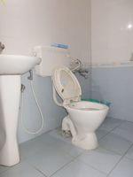 13J6U00472: Bathroom 1