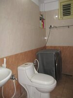 15S9U00963: Bathroom 2