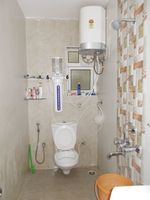 13M5U00226: Bathroom 2