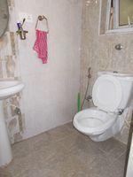 13M5U00226: Bathroom 1