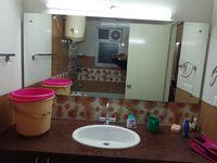 13M3U00106: Bathroom 2