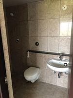 13J6U00402: Bathroom 1