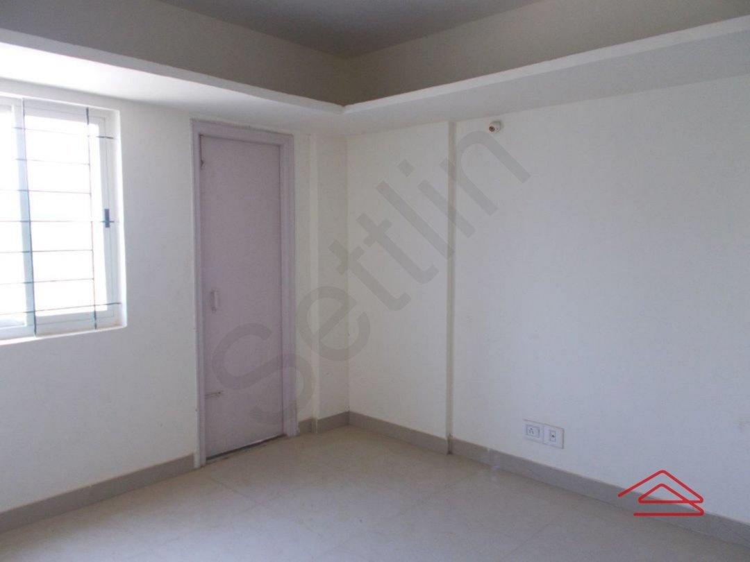 13M5U00045: Bedroom 1