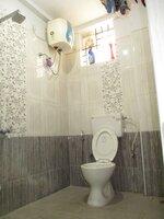 15S9U01016: Bathroom 1