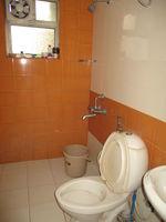 c1004: common Bathroom
