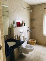 14J1U00316: Bathroom 3