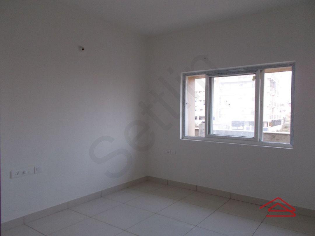13S9U00001: Bedroom 1
