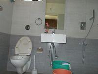 12OAU00213: Bathroom 1