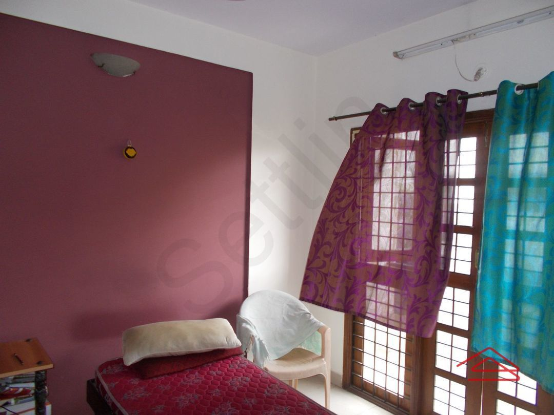 12J7U00369: Bedroom 1