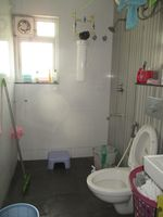 13J1U00232: Bathroom 1