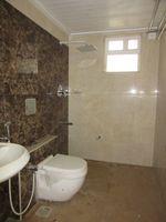 13J7U00351: Bathroom 3