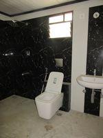 13J7U00351: Bathroom 1